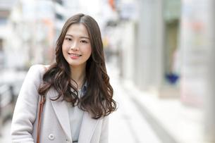 若い女性の写真素材 [FYI02430623]