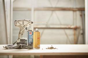 作業台の上の工具の写真素材 [FYI02431672]