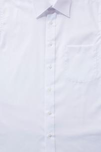 白いシャツの胸の部分のアップの写真素材 [FYI02433203]