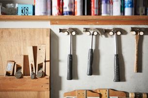 壁に並んだ工具の写真素材 [FYI02434027]