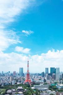東京タワーと都内の街並の写真素材 [FYI02435403]