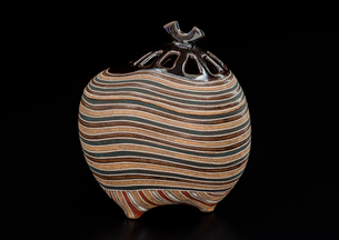 陶器の香炉の写真素材 [FYI02437562]