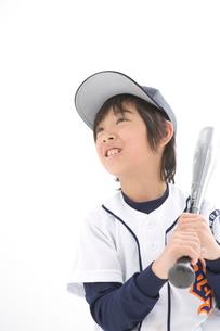バットを持つ少年の写真素材 [FYI02438617]