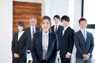 ビジネスチーム6名の写真素材 [FYI02443636]