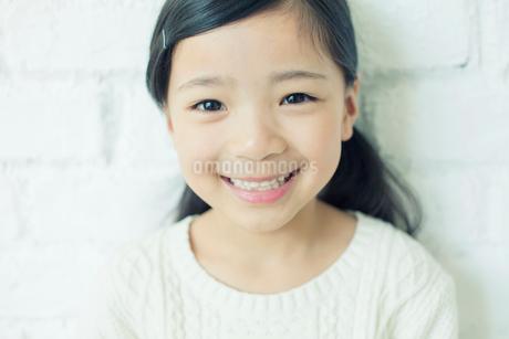笑顔の可愛い女の子の写真素材 [FYI02445491]
