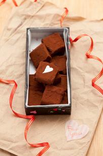 手作り生チョコプレゼントの写真素材 [FYI02448409]