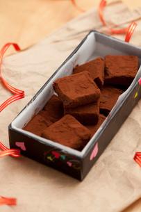 手作り生チョコプレゼントボックスの写真素材 [FYI02448981]