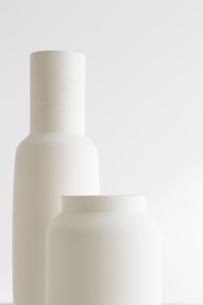 白壁と花瓶の写真素材 [FYI02449740]