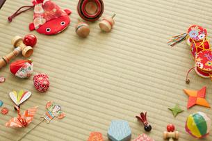 畳と日本のおもちゃの写真素材 [FYI02449921]