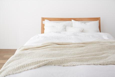 シンプルなベッドルームの写真素材 [FYI02450361]