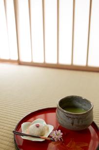 桜餅と抹茶の写真素材 [FYI02450435]