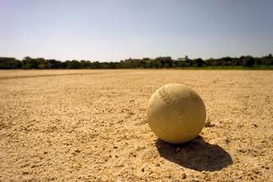 グランドのソフトボールの写真素材 [FYI02455471]
