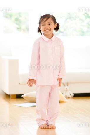 パジャマの女の子の写真素材 [FYI02457242]