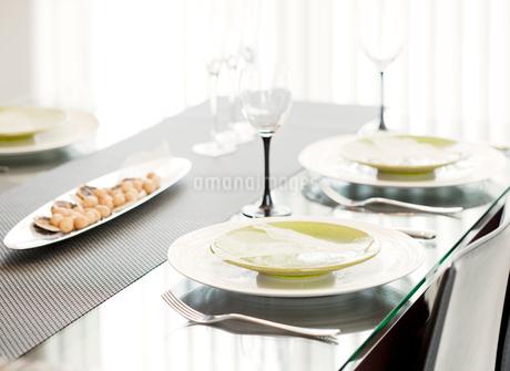 ダイニングテーブルの写真素材 [FYI02457344]