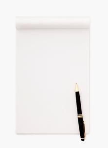 ノートとボールペンの写真素材 [FYI02457431]