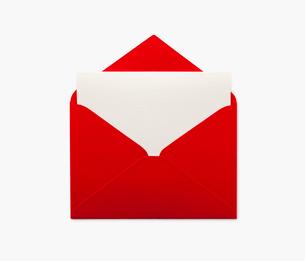 赤い封筒と便箋の写真素材 [FYI02457557]