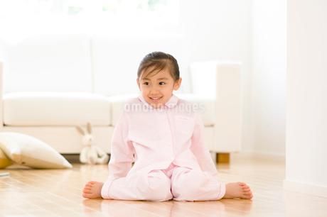 パジャマの女の子の写真素材 [FYI02457592]