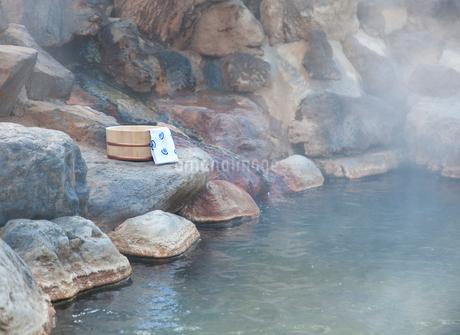 露天風呂の温泉イメージの写真素材 [FYI02457632]