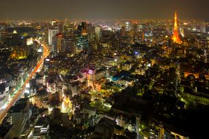 東京タワーとビル群の夜景の写真素材 [FYI02459664]