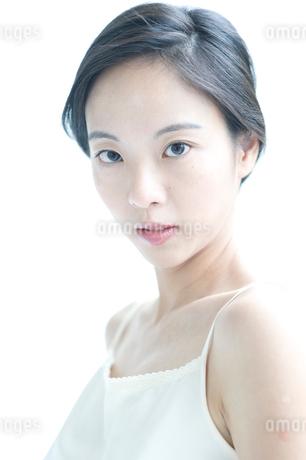 黒髪の女性 アップの写真素材 [FYI02460178]