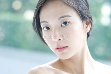 黒髪の女性 アップの写真素材 [FYI02460184]