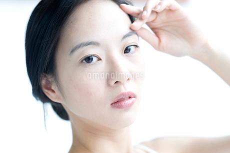 黒髪の女性 アップの写真素材 [FYI02460224]