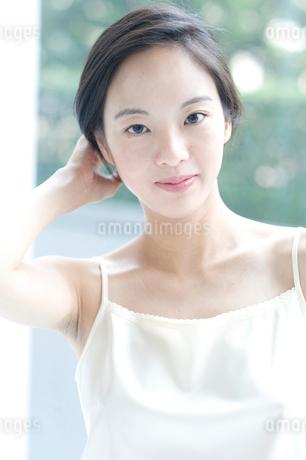 黒髪の女性の写真素材 [FYI02460281]