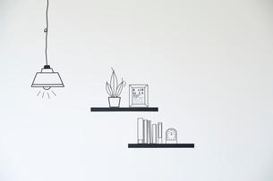 マスキングで作ったペンダントライトと棚の小物のイラスト素材 [FYI02465449]