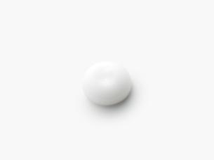 丸くなった白いクリームの写真素材 [FYI02465523]