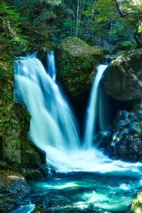 音水渓谷の滝の写真素材 [FYI02466544]