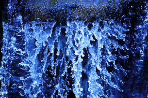 滝状の岩清水の写真素材 [FYI02466752]