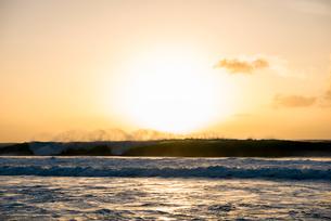 オアフ島ノースショアの夕暮れの写真素材 [FYI02466872]