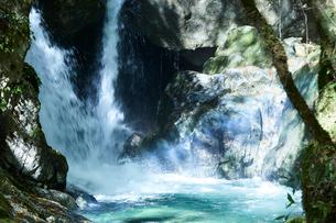 音水渓谷の滝の写真素材 [FYI02473419]