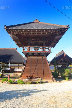西蓮寺の鐘楼の写真素材 [FYI02473796]