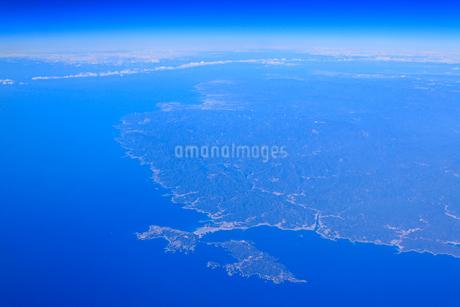 潮岬と紀伊大島と串本町市街の写真素材 [FYI02474484]