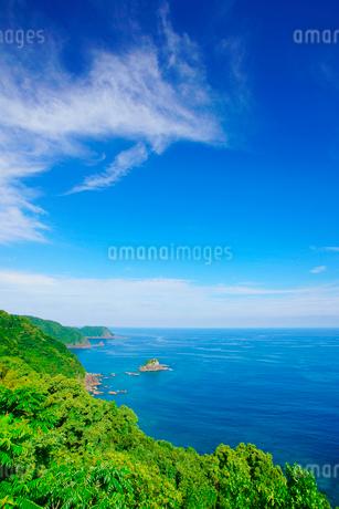 浦ノ内須ノ浦付近から望む地ノ鼻方向の海岸線の写真素材 [FYI02475382]