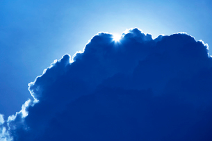 入道雲と太陽の写真素材 [FYI02476145]