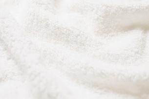 ドレープがついた白いタオルの写真素材 [FYI02477328]