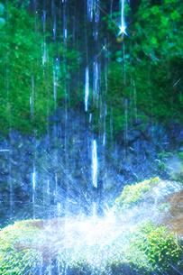 滝状の岩清水の写真素材 [FYI02477387]