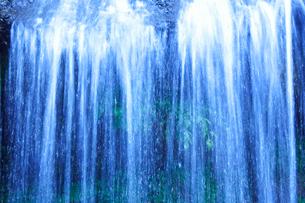 滝状の岩清水の写真素材 [FYI02477525]