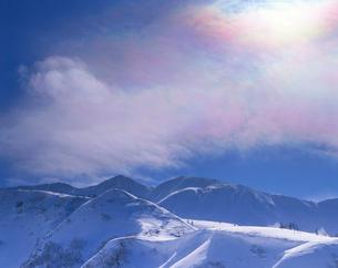 彩雲と三峰山の写真素材 [FYI02478366]