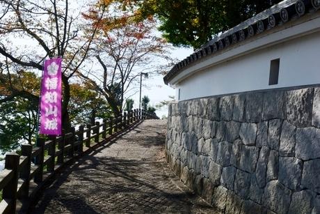 福知山城天守閣に行く石畳の写真素材 [FYI02489377]