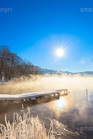木崎湖と朝日の写真素材 [FYI02490053]