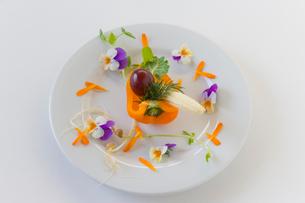 花のサラダの写真素材 [FYI02490540]