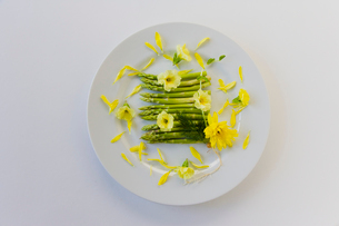 花のサラダの写真素材 [FYI02490601]