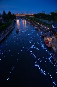 潮来あやめ祭り天の川をイメージしたLED放流の写真素材 [FYI02491524]