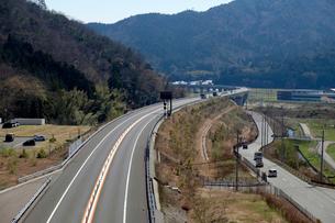 舞鶴若狭自動車道の写真素材 [FYI02499667]