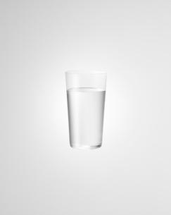 グラスに入った水の写真素材 [FYI02499948]