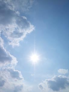 空と太陽の写真素材 [FYI02499957]