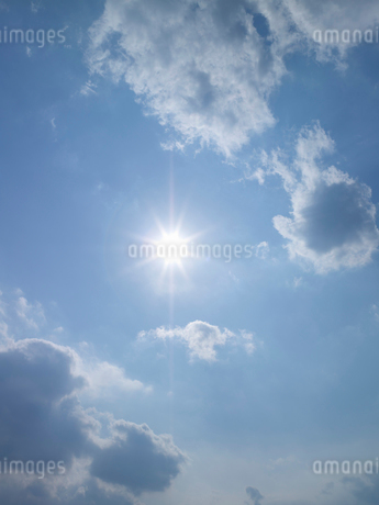 空と太陽の写真素材 [FYI02499991]
